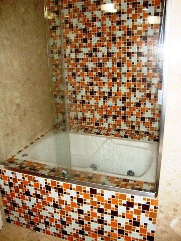 Apartamento Distrito Metropolitano>Caracas>La Castellana - Venta:72.851.000.000 Bolivares Fuertes - codigo: 16-16855