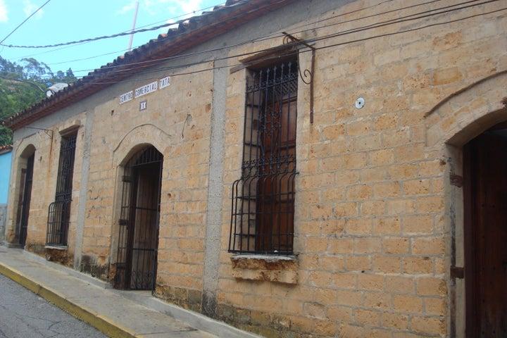 Local Comercial Distrito Metropolitano>Caracas>El Hatillo - Venta:40.000 US Dollar - codigo: 16-16859