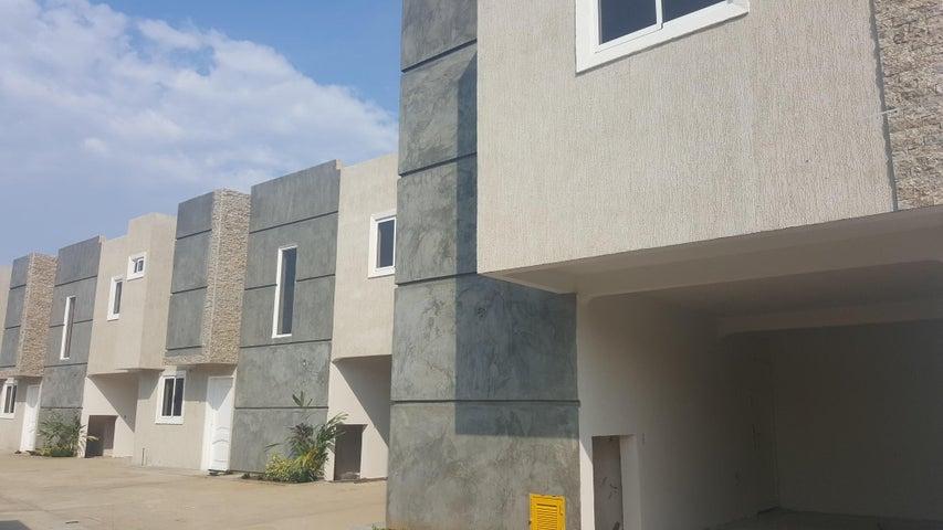 Townhouse Zulia>Ciudad Ojeda>Las Morochas - Venta:1.450.000.000  - codigo: 16-16955