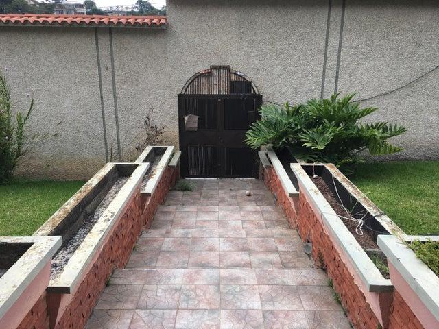 Casa Miranda>Los Teques>Colinas de Carrizal - Venta:156.486.000.000 Precio Referencial - codigo: 15-8562