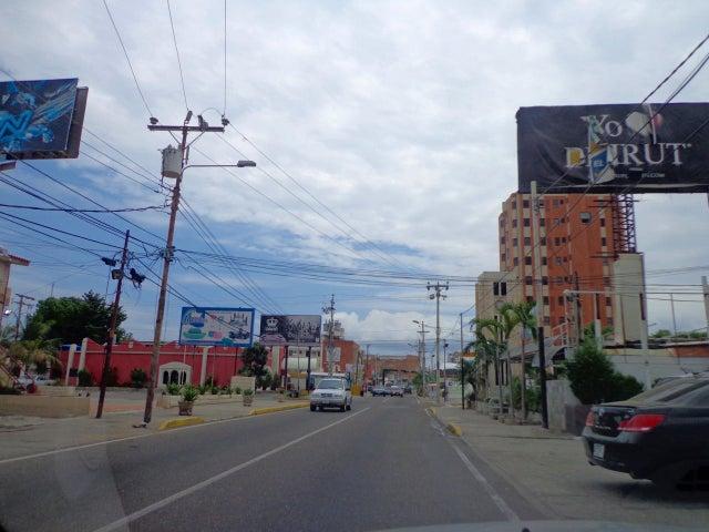 Terreno Zulia>Maracaibo>Avenida Baralt - Venta:22.559.000.000 Bolivares - codigo: 16-17059