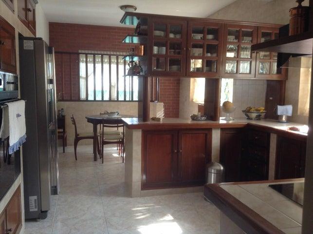 Casa Distrito Metropolitano>Caracas>El Paraiso - Venta:220.589.000.000 Precio Referencial - codigo: 16-16967