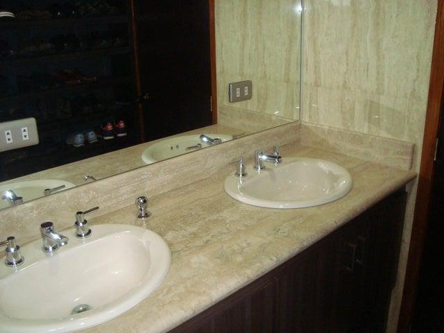 Apartamento Distrito Metropolitano>Caracas>La Florida - Venta:121.856.000.000 Precio Referencial - codigo: 16-17194