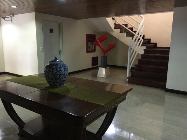Apartamento Distrito Metropolitano>Caracas>Colinas de Valle Arriba - Venta:638.298.000.000 Precio Referencial - codigo: 16-17216