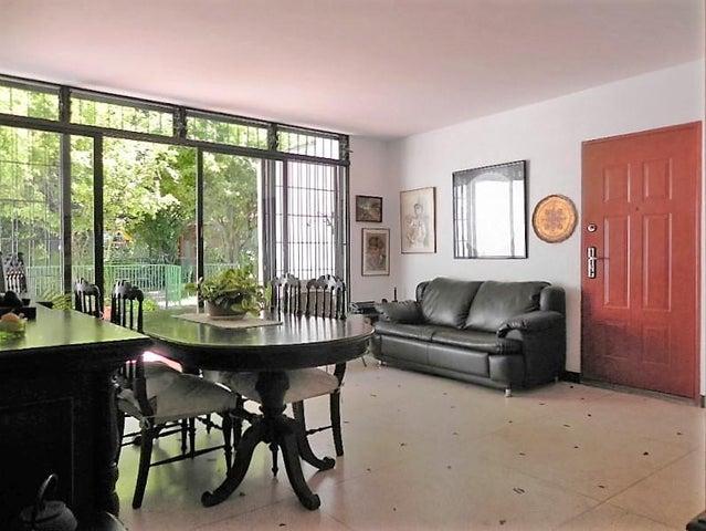 Casa Distrito Metropolitano>Caracas>Macaracuay - Venta:120.000 US Dollar - codigo: 16-17335