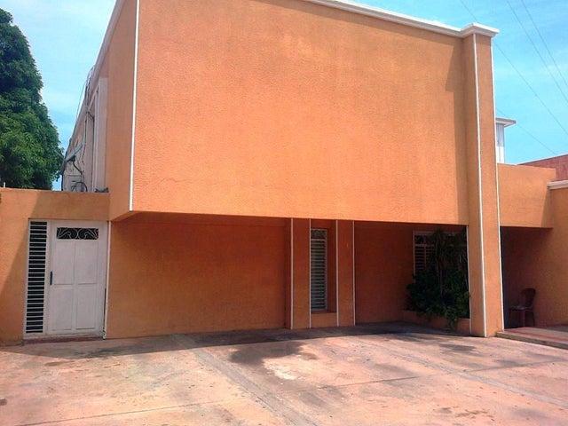 Townhouse Zulia>Maracaibo>Juana de Avila - Venta:11.750.000.000 Bolivares - codigo: 16-17408