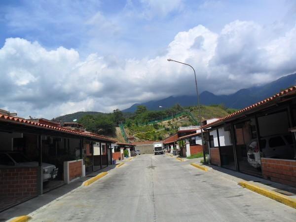 Casa Miranda>Guatire>El Ingenio - Venta:13.771.000.000 Precio Referencial - codigo: 16-17504