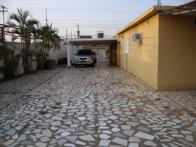 Casa Zulia>Ciudad Ojeda>Andres Bello - Venta:126.694.000.000 Precio Referencial - codigo: 16-17499