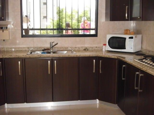 Casa Miranda>San Antonio de los Altos>Pomarosa - Venta:214.286.000.000 Precio Referencial - codigo: 16-17520