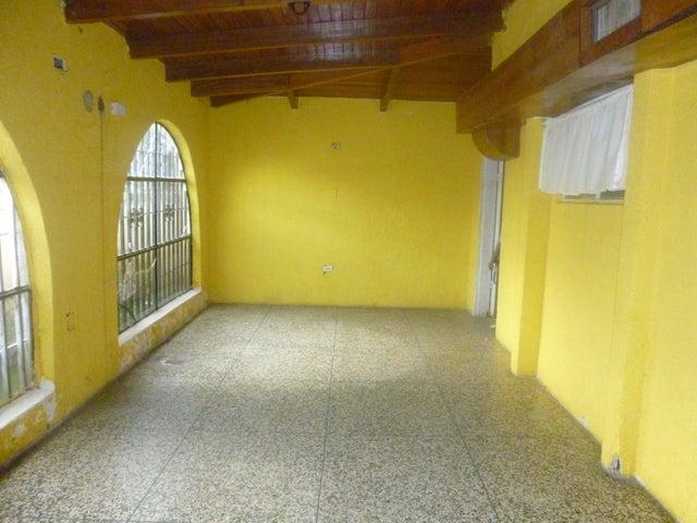 Casa Zulia>Ciudad Ojeda>Avenida Vargas - Venta:5.000.000.000 Bolivares - codigo: 16-17525