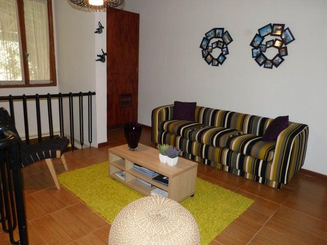 Casa Distrito Metropolitano>Caracas>Los Palos Grandes - Venta:274.827.000.000 Precio Referencial - codigo: 16-17576