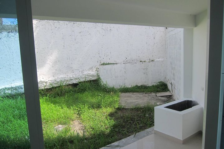 Casa Miranda>Charallave>Santa Rosa de Charallave - Venta:10.575.000.000 Bolivares - codigo: 16-17749