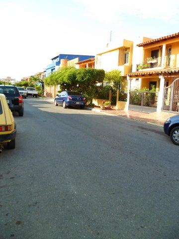 Casa Anzoategui>Barcelona>Nueva Barcelona - Venta:16.153.000.000 Bolivares - codigo: 16-17679