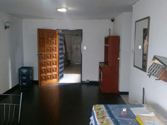 Apartamento Distrito Metropolitano>Caracas>Parroquia Santa Rosalia - Venta:15.000 Precio Referencial - codigo: 16-17685