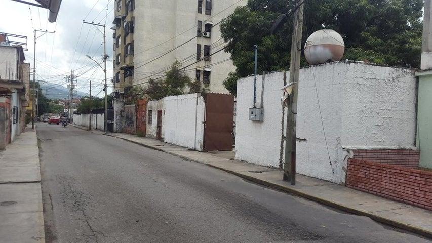 Galpon - Deposito Miranda>Guatire>Terrazas de Buena Ventura - Venta:11.000 Precio Referencial - codigo: 16-17204