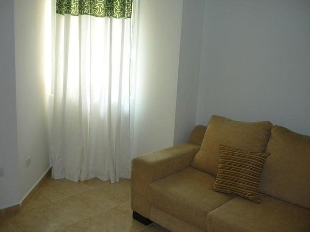Apartamento Carabobo>Valencia>Las Chimeneas - Alquiler:260.000 Bolivares Fuertes - codigo: 16-17787
