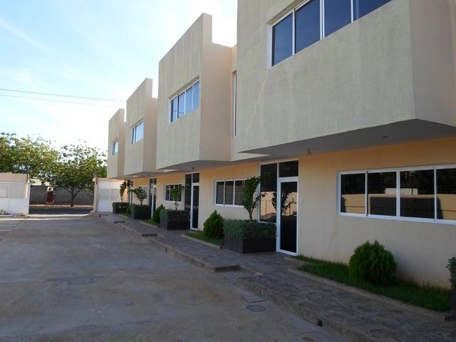 Townhouse Zulia>Maracaibo>El Milagro Norte - Venta:41.000.000 Bolivares - codigo: 16-17843