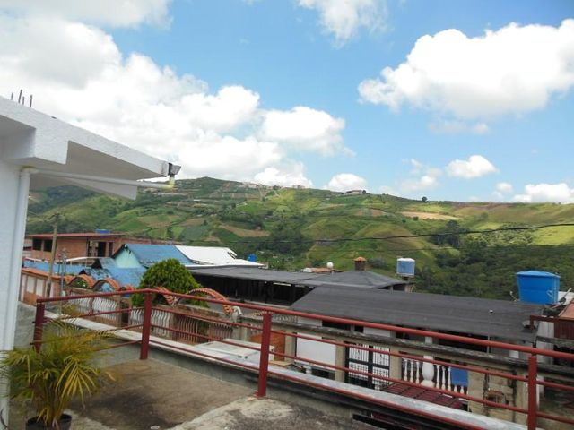 Casa Miranda>Los Teques>Municipio Guaicaipuro - Venta:25.000 Precio Referencial - codigo: 16-18435