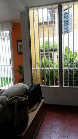 Casa Distrito Metropolitano>Caracas>San Rafael de La Florida - Venta:45.264.000.000 Bolivares - codigo: 16-18647