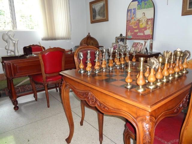 Casa Distrito Metropolitano>Caracas>San Roman - Alquiler:2.500 Precio Referencial - codigo: 16-18917
