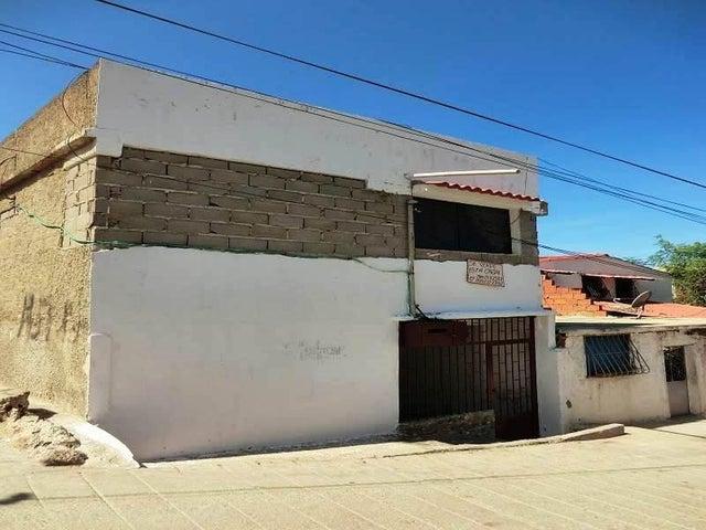 Casa Vargas>Catia La Mar>Playa Verde - Venta:28.500 US Dollar - codigo: 16-20081