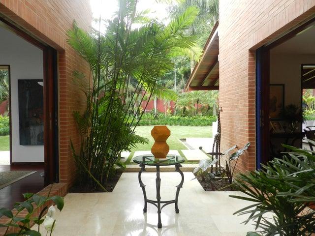 Casa Distrito Metropolitano>Caracas>Alto Hatillo - Venta:1.200.000 Precio Referencial - codigo: 16-20315
