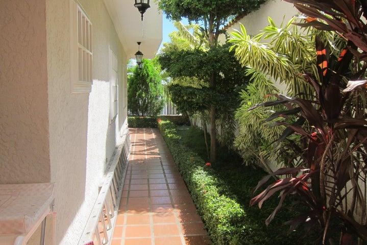 Casa Miranda>Charallave>Charallave Country - Venta:27.627.000.000 Bolivares - codigo: 17-929
