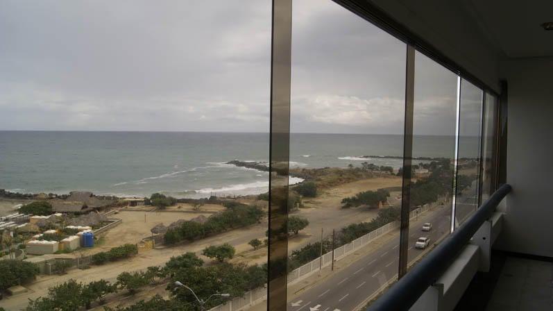 Apartamento Vargas>Catia La Mar>Playa Grande - Venta:18.000 Precio Referencial - codigo: 17-1099