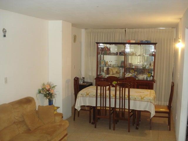 Townhouse Miranda>Guarenas>Nueva Casarapa - Venta:15.000 US Dollar - codigo: 17-1774