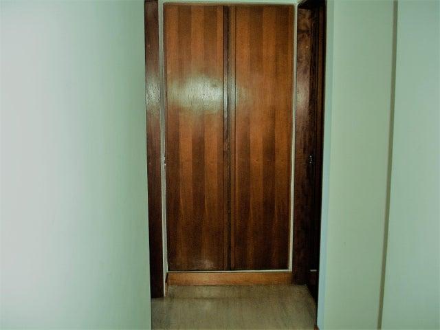 Apartamento Distrito Metropolitano>Caracas>El Hatillo - Venta:250.000 US Dollar - codigo: 17-2047