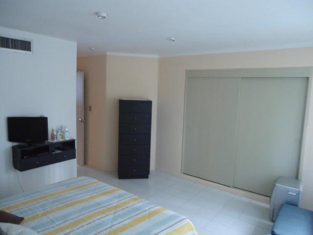 Apartamento Vargas>Catia La Mar>Playa Grande - Venta:14.711.000.000 Bolivares Fuertes - codigo: 17-2244