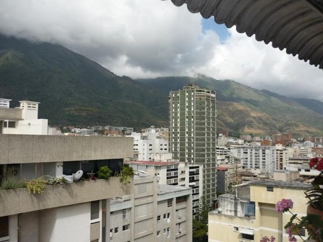 Apartamento Distrito Metropolitano>Caracas>Los Palos Grandes - Venta:526.648.000.000 Precio Referencial - codigo: 17-2540