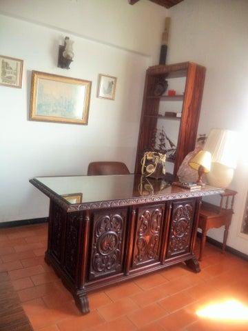 Casa Distrito Metropolitano>Caracas>Colinas de Bello Monte - Venta:150.000 US Dollar - codigo: 17-3176