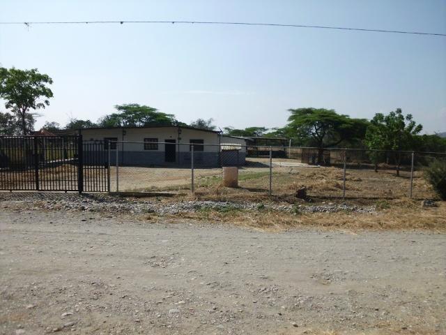Casa Lara>Barquisimeto>Parroquia El Cuji - Venta:693.000.000 Bolivares - codigo: 17-3245