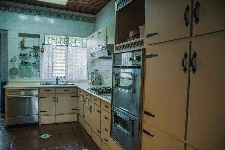 Casa Distrito Metropolitano>Caracas>Altamira - Venta:650.000 Precio Referencial - codigo: 16-11115