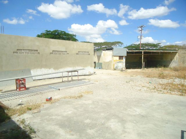 Terreno Lara>Barquisimeto>Via el Ujano - Venta:55.000 Precio Referencial - codigo: 17-4004