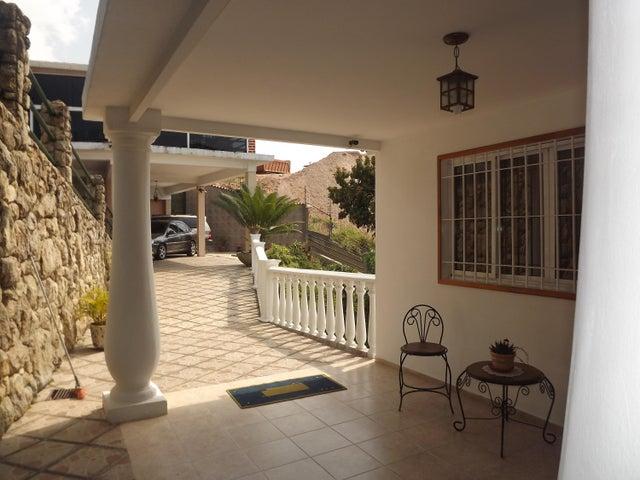 Casa Miranda>Los Teques>Municipio Guaicaipuro - Venta:1.266.942.000.000 Precio Referencial - codigo: 17-4226