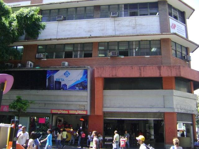 Rah 17 4557 local comercial en sabana grande for Centro comercial aki piscinas precio