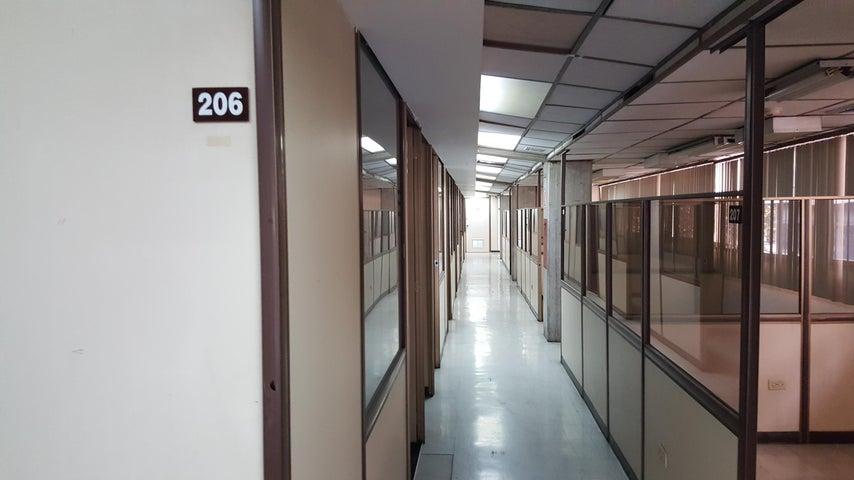 Edificio Distrito Metropolitano>Caracas>La Urbina - Venta:3.000.000 Precio Referencial - codigo: 17-4870