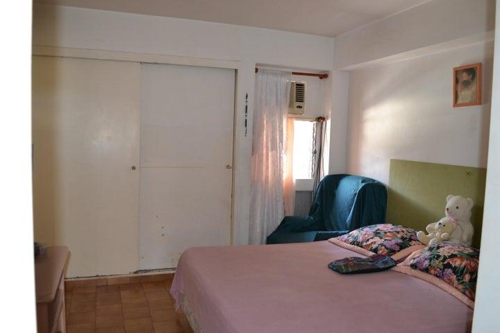 Apartamento Distrito Metropolitano>Caracas>El Cafetal - Venta:110.000 Precio Referencial - codigo: 17-4796