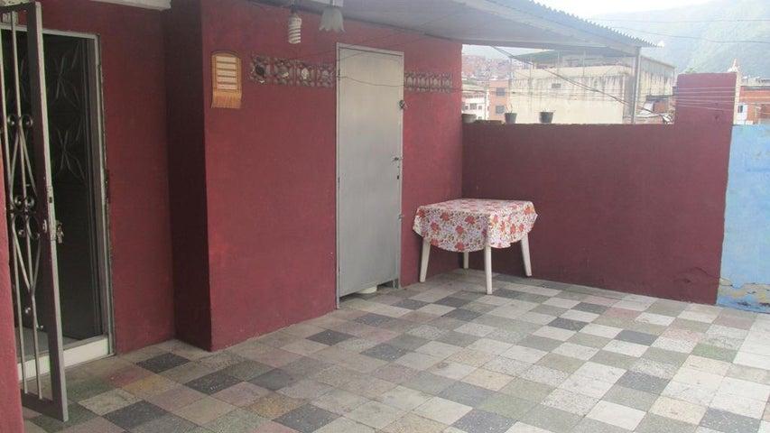 Apartamento Distrito Metropolitano>Caracas>Catia - Venta:15.000 US Dollar - codigo: 17-5069