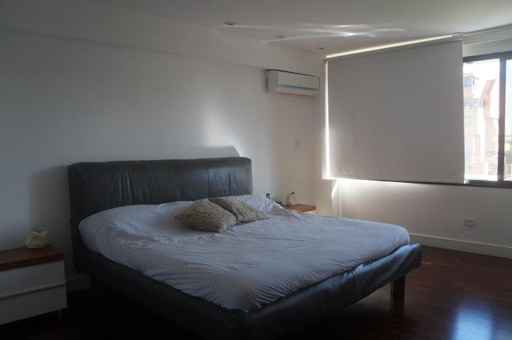 Apartamento Distrito Metropolitano>Caracas>Colinas de Valle Arriba - Venta:425.000 Precio Referencial - codigo: 17-5175