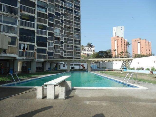 Apartamento Vargas>Catia La Mar>Playa Grande - Venta:19.991.000.000 Precio Referencial - codigo: 17-6379
