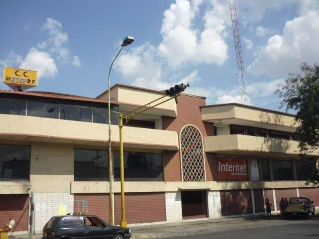 Local Comercial Portuguesa>Acarigua>Centro - Venta:3.461.000.000 Bolivares Fuertes - codigo: 17-5188