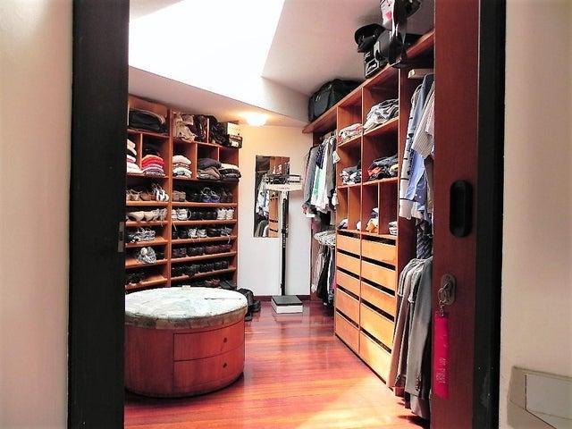 Casa Distrito Metropolitano>Caracas>El Marques - Venta:900.000 US Dollar - codigo: 17-5339