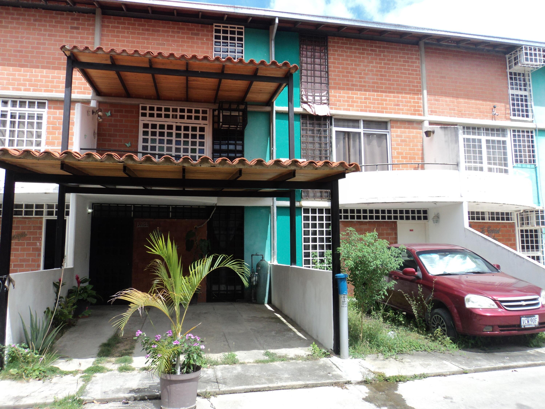Townhouse Miranda>Guarenas>Nueva Casarapa - Venta:40.000 Precio Referencial - codigo: 17-7085