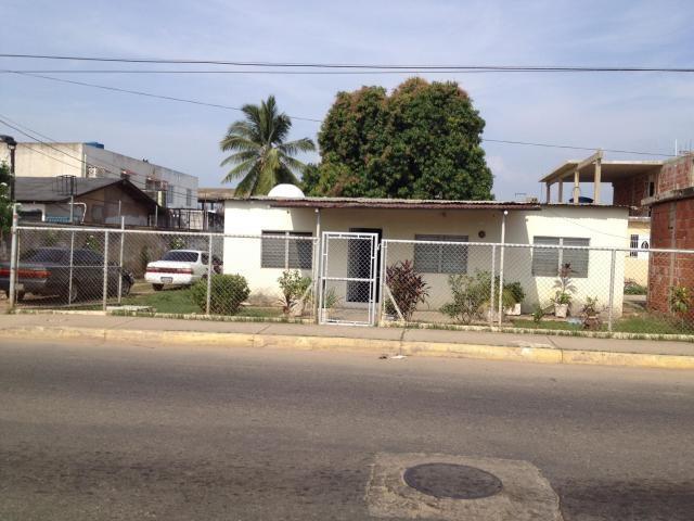 Terreno Zulia>Ciudad Ojeda>Avenida Vargas - Venta:2.933.000.000 Bolivares - codigo: 17-7850