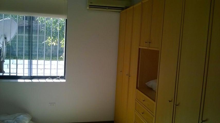 Casa Distrito Metropolitano>Caracas>Santa Paula - Venta:465.911.000.000 Precio Referencial - codigo: 15-4912