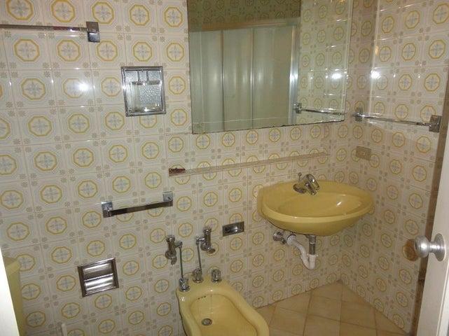 Apartamento Distrito Metropolitano>Caracas>Altamira - Venta:160.000 Precio Referencial - codigo: 17-8951