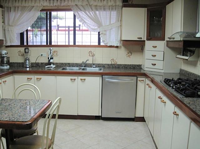 Casa Distrito Metropolitano>Caracas>Colinas de Los Ruices - Venta:405.000 Precio Referencial - codigo: 17-8062